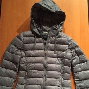 Woman's Hooded Packable Lightweight Down Jacket